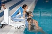Lève handicapé pour piscine - Capacité : jusqu'à 110 kg