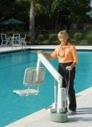 Lève personne handicapé pour piscine - Capacité : jusqu'à 135 kg