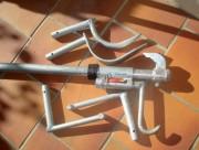 Outil de levage de plaques d'égouts - Soulève jusqu'à 100 kg