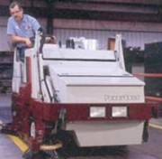 Location balayeuse de voirie à Châssis monobloc - Eessence, diesel, gpl - Largeur de balayage  : 1 066 mm