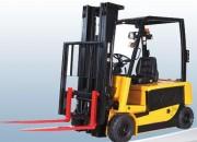 Location chariot frontal électrique - Capacité de levage : 1600 kg - Dimesnions : L 3 x l 1 x H 2 m