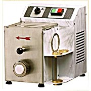 Machine à pâtes fraiches professionnelle - Production horaire : environ 3 kg