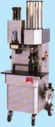 Machine à vin bouchage et au muselage des bouteilles - Réserve : 60 ou 150 capsules
