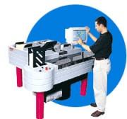Machine de mise sous enveloppes - Productivité : jusqu'à 7500 plis / heure.