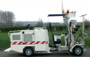 Machine de traçage routier à conducteur porté - Capacité cuves peinture  : 2 x 210 litres