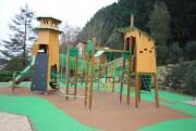 Maisonnette aire de jeux - Dimensions : l120xP204 cm (terrasse comprise)