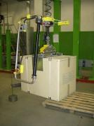 Manipulateur de cartons avec prise mécanique