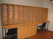 Meuble à casiers bois de tri courrier collectif - Étagères réglables en hauteur