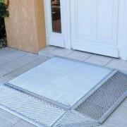 Mini rampe d'accès handicapés - Dénivelé maxi recommandé : 9 - 16 cm / Accès par 2 côtés