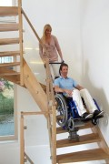 Monte escalier standard pour fauteuil roulant - Capacité de charge maximale : 130 à 160 kg