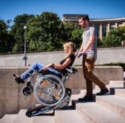 Monte-escaliers électrique pour fauteuil roulant - Élévateur à chenillettes pour escaliers droits