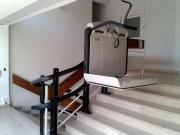 Monte handicapés électrique - S'installer dans un escalier droit ou tournant