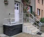 Monte handicapés PMR petites hauteurs - Élévateur vertical sans fosse pour petites hauteurs
