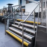 Nez de marche antidérapant escalier - Solution antidérapante de recouvrement de marche en aluminium moderne et élégant pour les zones à forte circulation piétonnière.