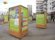 Panneau d'affichage autoportant en bois 3 faces - Mobilier TRIO 3 faces pour expo et information temporaire en exterieur