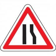 Panneau d'annonce de chaussée rétrécie par la droite