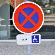 Panneau parking handicapé - Interdiction de stationnement sauf handicapés