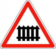 Panneau signalant un passage à niveau muni de barrières A7
