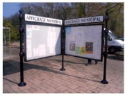 Panneaux d'information à porte battante - Dimensions disponibles ( H x l) mm : De 1600 x 1200 - avec bandeau-titre