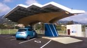 Parasol station bornes recharge véhicules électriques - Station universelle et intelligente de bornes de recharge à l'énergie solaire disponible 7j/7 et 24h/24