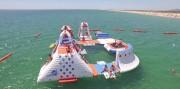 Parc aquatique gonflable 50 personnes - Dimensions : L 25 m x l 20 m
