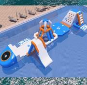 Parcours aquatique gonflable piscine - Dimensions : L 20 m x l 3,5 m