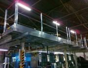 Passerelle sur chaîne de montage pneumatique - Fixation par crapautage sur IPN acier