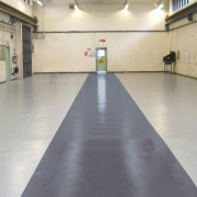 Peinture de sol épaisse antidérapante - Résistance à l'usure et aux produits chimiques