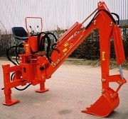 Pelle rétro adaptable sur tout tracteur - Profondeur de travail : 2 m 60