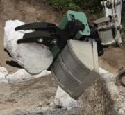 Pince de préhension pour mini pelle 4/8 tonnes - Griffes et patins pour préhension de bordures, pieux