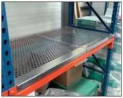 Plancher avec renforts en forme de I - Avec renforts en fer plat