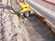 Plaque de compactage pour pelle chantier 1,5/5 tonnes - Montage en bout de balancier de mini pelle