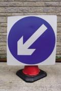 Plaque signalétique directionnelle pour chantier - Facile à fixer sur cônes de 75 ou 100 cm