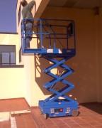 Plateforme ciseaux - Hauteur de travail : de 5 à 5,9m - Capacité de charge : 240 kg