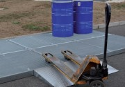 Plateforme de rétention en acier - Espace de travail modulaire en toute sécurité