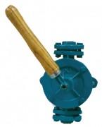 Pompe manuelle demi rotative - Débit (l/h) : de 900 à 2000.