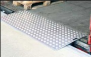 Pont de chargement en aluminium 2000 ou 4000 Kgs - Charge utile (Kg) : 2000 - 4000
