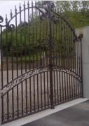 Portail en fer forgé traditionnel - Architecture de 2 vantaux égaux ou en 2/3 – 1/3