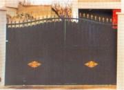 Portail noir en aluminium - Portail LocRonan Festonné
