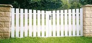 Portail PVC blanc ajouré - Barreaux : 120 x 28 mm