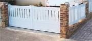 Portail PVC semi ajouré - Barreaux : 100 x 20 mm