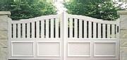 Portail PVC semi ajouré coulissant - Barreaux : 100 x 20 mm