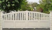 Portail PVC semi plein coulissant - Barreaux : 100 x 20 mm