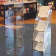 Porte-brochures en plexi - Porte-brochures de 32 x 34 x 132 cm