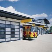 Porte industrielle en aluminium vitrée de grande surface - ALR 40