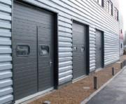 Porte sectionnelle acier isolé 40 mm - Environnement industriel et commercial
