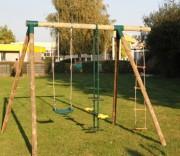Portique balançoire de jardin en bois - Comprend : 1 balançoire - 1 vis à vis - 1 échelle