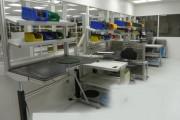 Poste de travail atelier profilé aluminium. - 2 convoyeurs latérales en aluminium