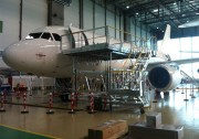 Praticable aéronautique pax door à hauteur variable - Hauteur variable : de 2 600 à 3 800 mm
