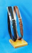 Présentoir à ceintures en bois et plexiglas - Hauteur : 42 cm - Largeur du socle bois : 16 cm